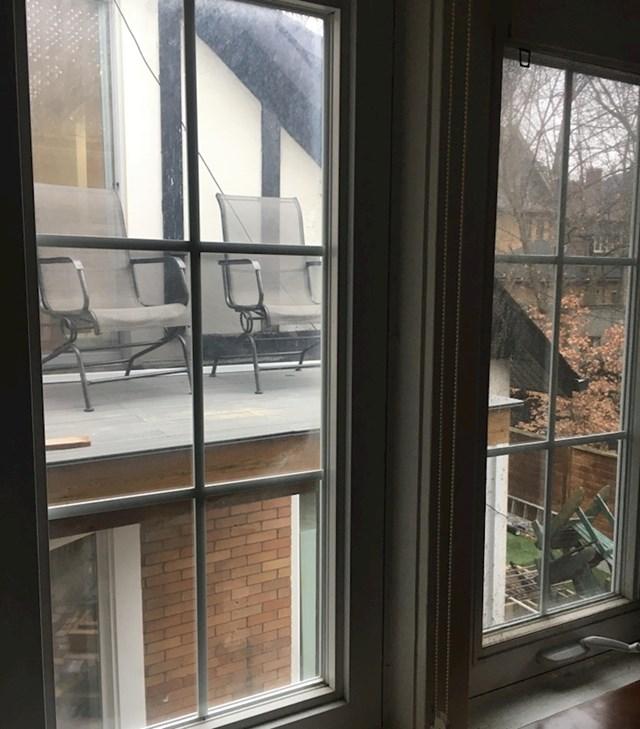 """1. """"Susjedi su napravili terasu koja gleda točno u našu spavaću sobu."""""""
