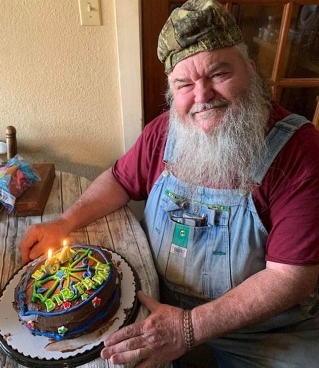 """12. """"Moj djed slavi 64. rođendan. Odgojen je u siromaštvu i većinu života nije mogao normalno živjeti. Ovo mu je prva rođendanska proslava ikad!"""""""