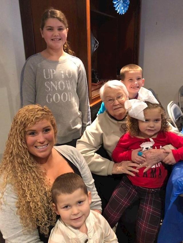 """11. """"Ja, moja djeca i moja 96-godišnja baka. Presretna sam što nam je u životu!"""""""