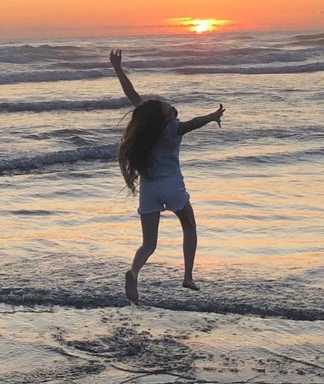 """7. """"Moja kćer je htjela da odemo zajedno prošetati plažom...i tako sam snimila najbolju fotku u svom životu."""""""