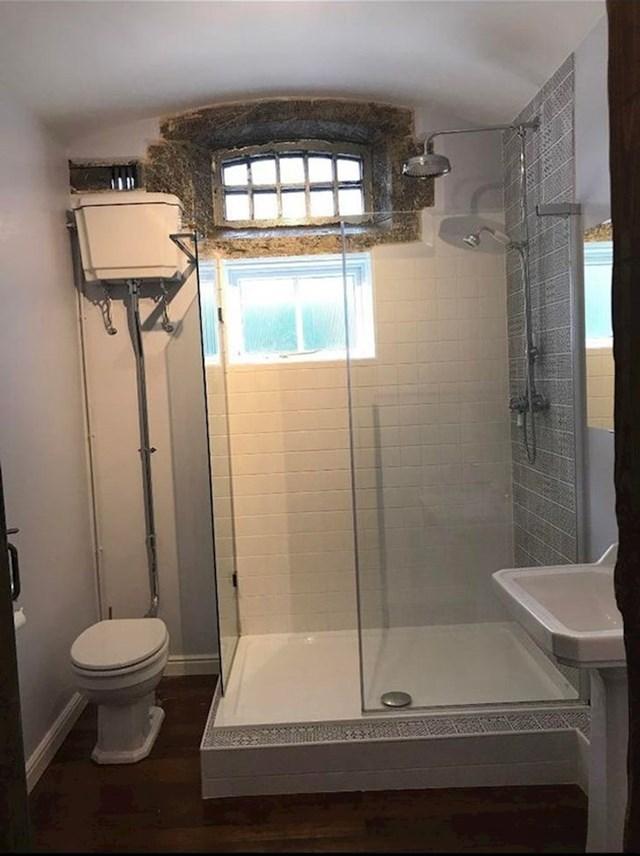 6. Ova kupaonica nekoć je bila zatvorska ćelija