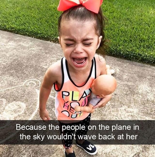 2. Ljudi u avionu joj nisu htjeli mahati natrag.