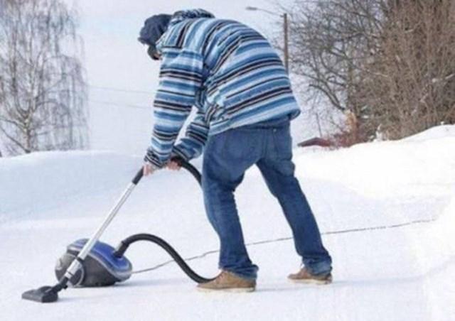 3. Palo mu je na pamet usisati snijeg