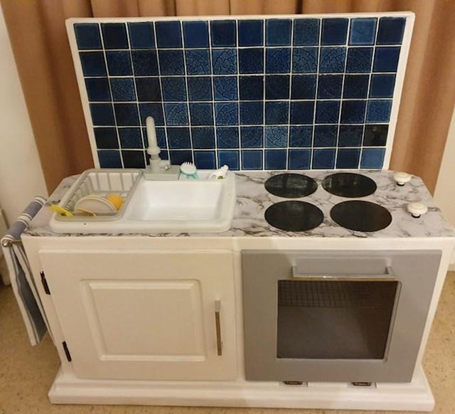 7. Sama je napravila dječju kuhinju - od starog TV ormarića