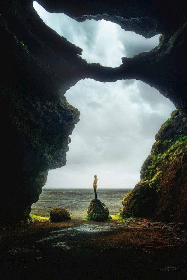 13. Špilja na Islandu čiji oblik jako podsjeća na Yodu. Vidite li ga?😁