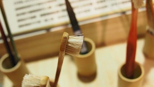 1. Koristite četkicu za zube od bambusa
