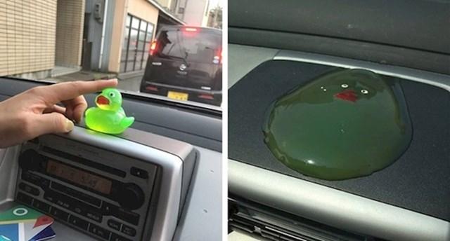 6. Nikada ne ostavljajte gumenu patku samu u autu.