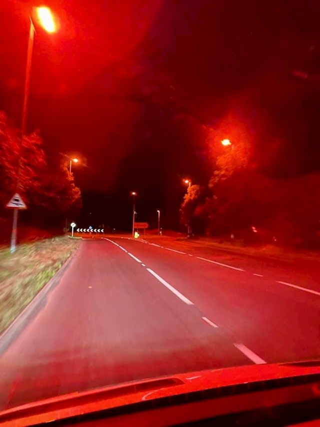 6. Jedan grad u Engleskoj koristi uličnu rasvjetu crvene boje, kako ne bi uznemiravala lokalne šišmiše