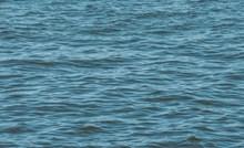 Netko je negdje na Jadranu snimio lika koji pluta na stvarno bizarnom luftiću, morate vidjeti