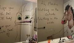Tip svoju ženu svakoga jutra iznenadi s novim crtežima na ogledalu u kupaonici, internet ih obožava