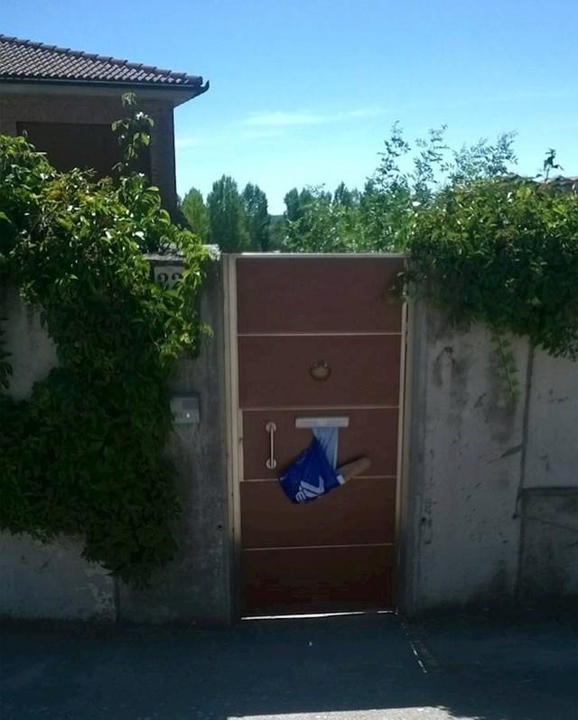 15. U španjolskim selima dobijete poštu i štrucu kruha istovremeno.
