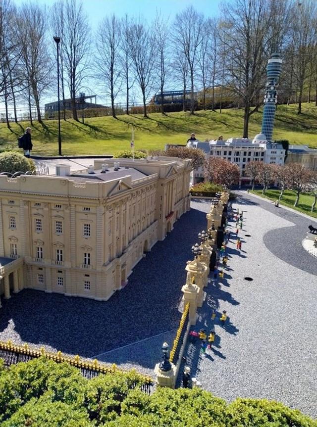4.Buckinghamska palača, ali od legića
