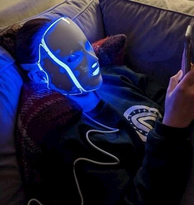 """12. """"Moja futuristička robo cura."""""""