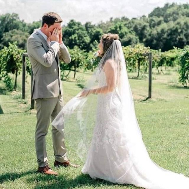 11. Njegova reakcija kad je prvi puta ugledao mladenku na dan njihovog vjenčanja