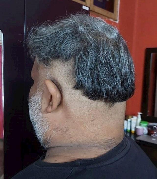 """13. """"Moja mama završila je tečaj za šišanje prije 10-ak godina. Nekako je uspjela nagovoriti brata da ga ošiša. Ovo je rezultat..."""""""