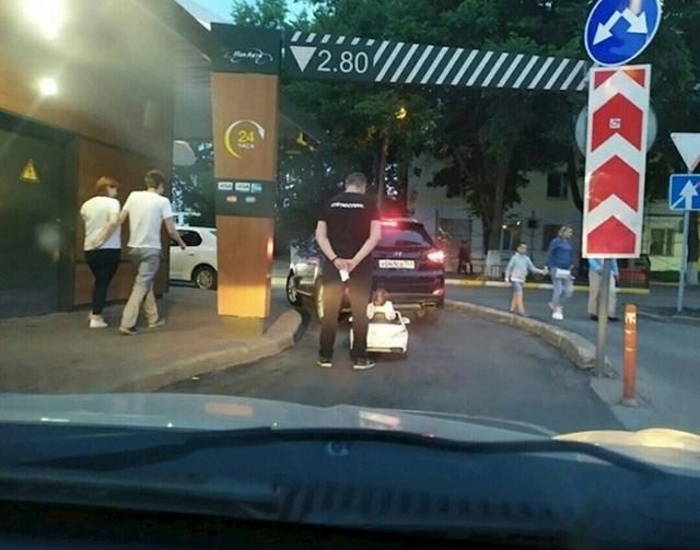 """#11 """"Moj sin je baš htio u drive-in McDonalds."""""""