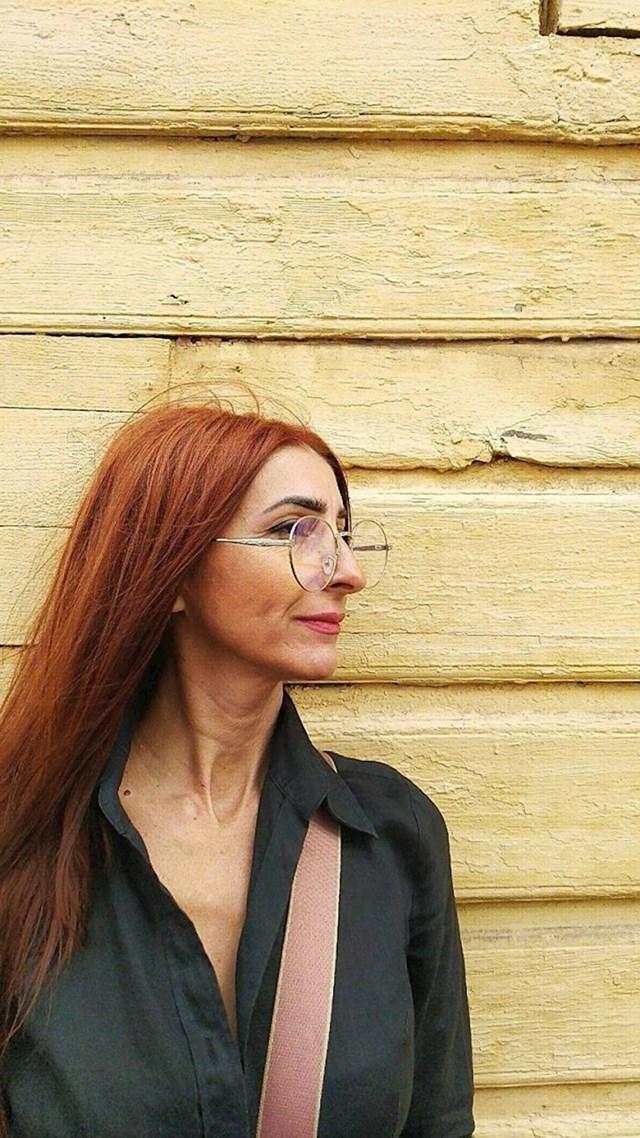 23. Samopouzdana žena u 50-tima s genijalnim stilom
