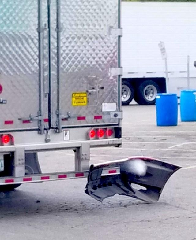 6. Valjda nitko nije nastradao vozeći se iza ovog kamiona.