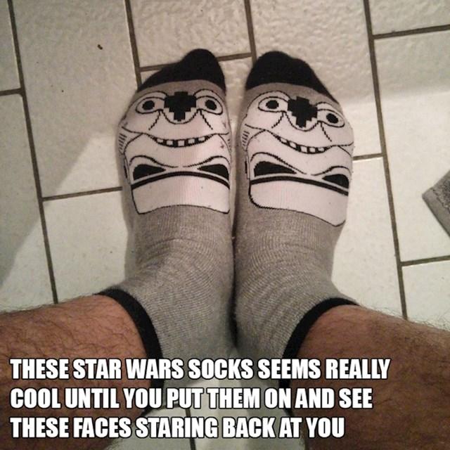 7. Ove Star Wars čarape čini se prilično kul, dok ih ne obučeš i ugledaš ove face.