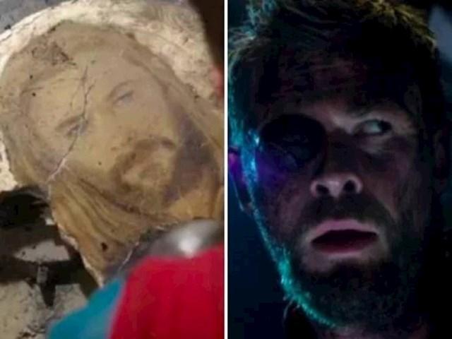 5. Kada Thor pronađe oštećeni kraljevski mural, nije slučajno da mu je jedno oko napuklo. To je vrlo izravno predviđanje onoga što mu se dogodi nedugo zatim...