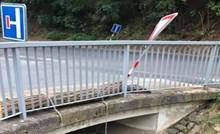 Internetom kruži jako čudan prizor iz Češke, nećete vjerovati što je netko instalirao ispod mosta
