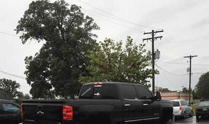 Za njega pravila ne vrijede, nećete vjerovati kad vidite kako je parkirao auto