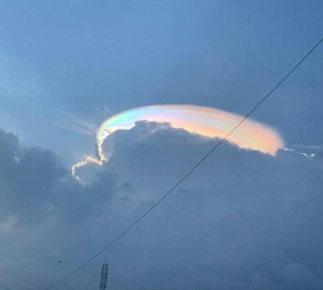 7. Oblak na kojem se vidi refleksija duge
