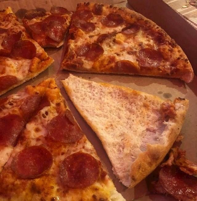 11. Njegova djevojka ovako jede pizzu...