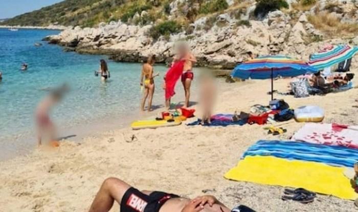 Tip je na plaži zaštitio glavu od sunca na nesvakidašnji način i postao viralni hit, morate vidjeti