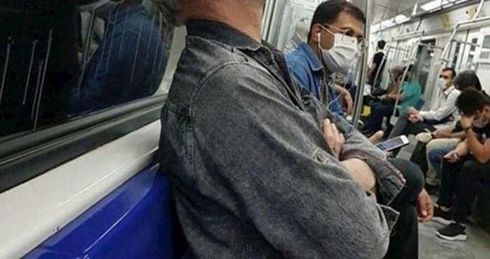 Razlog zbog kojeg ovaj lik nosi masku u javnom prijevozu ostavlja bez teksta