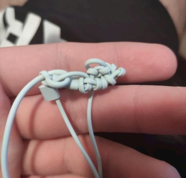 4. Slušalice moje cure