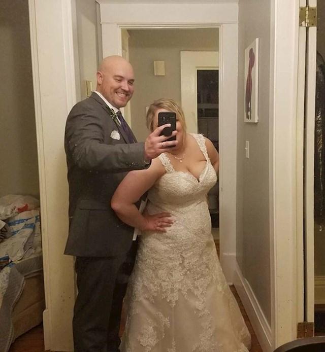 """1. """"Ovo je jedina fotka koju je moj muž okinuo na dan našeg vjenčanja."""""""