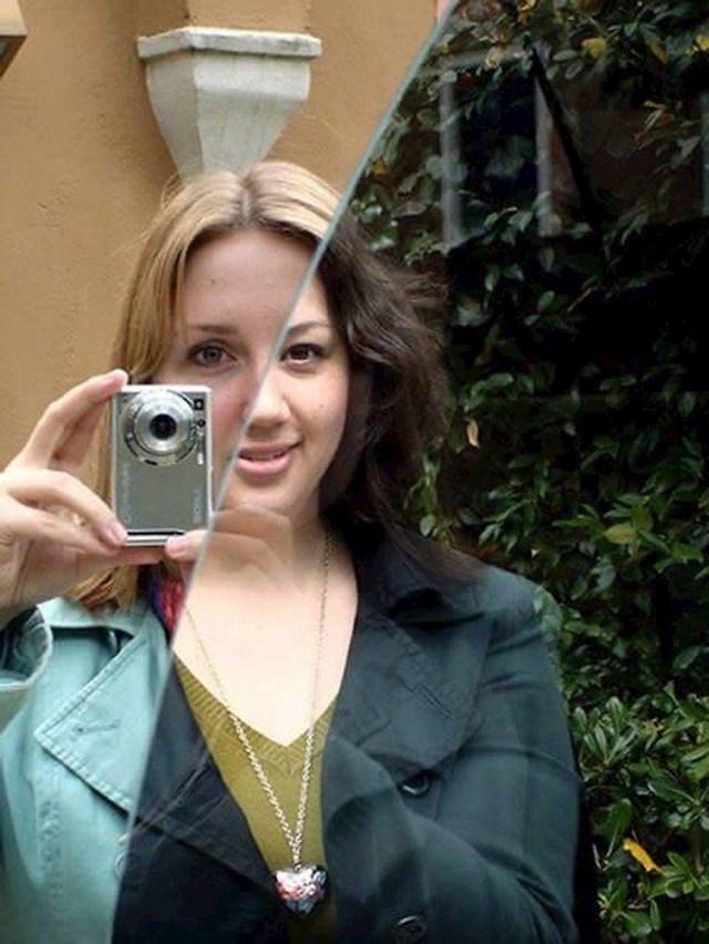 13. Obje su se uspjele fotkati kao jedna pomoću ogledala.