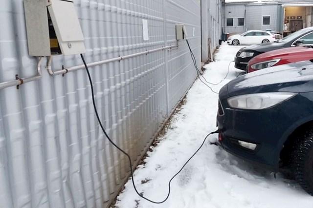 8. Vlasnici lako mogu zaštititi svoje automobile od hladnoće.