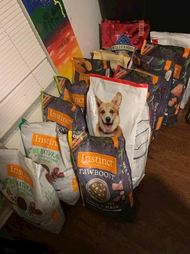 9. Hrana za pse, u vrijednosti otprilike 1000 dolara