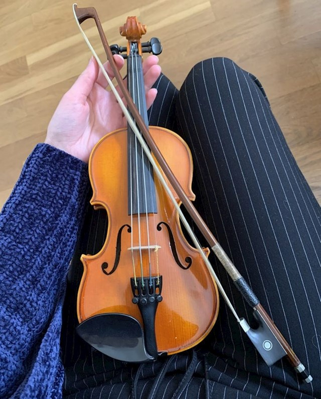 7. Naslijedila sam ovu genijalnu mini violinu od svoje bake. Sad još samo moram naučiti svirati...