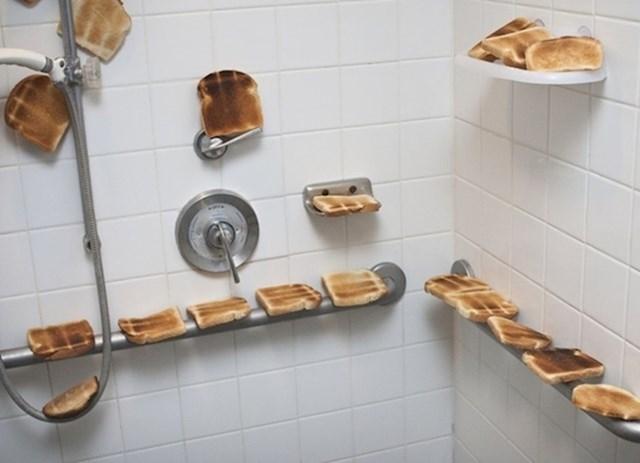 2. Rekla je suprugu da je trudna i onda napravila ovo u kupaonici.