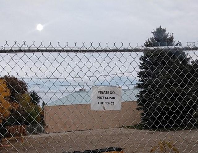 18. Često viđen natpis na ogradama diljem Kanade