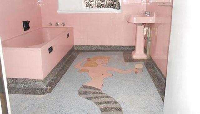 16. Moja žena oduvijek je htjela sirenu u kupaoni...