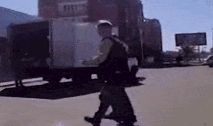 Vozačku kamiona koji prevozi alkohol ovo je vjerojatno bio najgori dan u karijeri