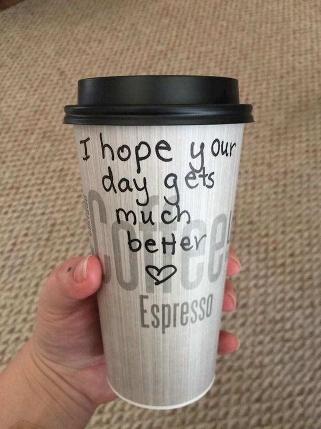 """""""Konobar me pitao kako sam, rekla sam da i ne baš najbolje i onda mi je servirao ovakvu kavu."""""""