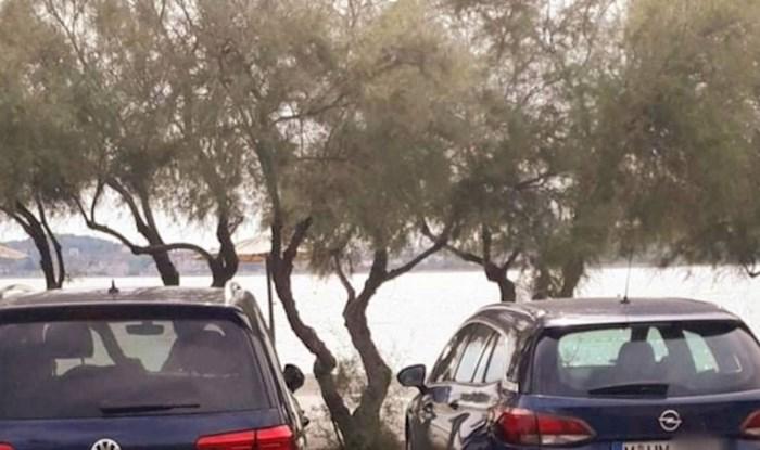 Netko je u Dalmaciji snimio automobile čije si registracije savršeno odgovaraju; slučajnost ili...?