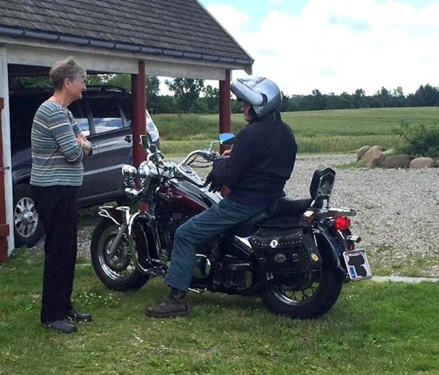 """""""Moj 80-godišnji tata na svojem motoru."""""""
