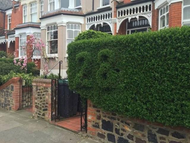 7. Kućni broj jedne kuće u Londonu naznačen je na grmu