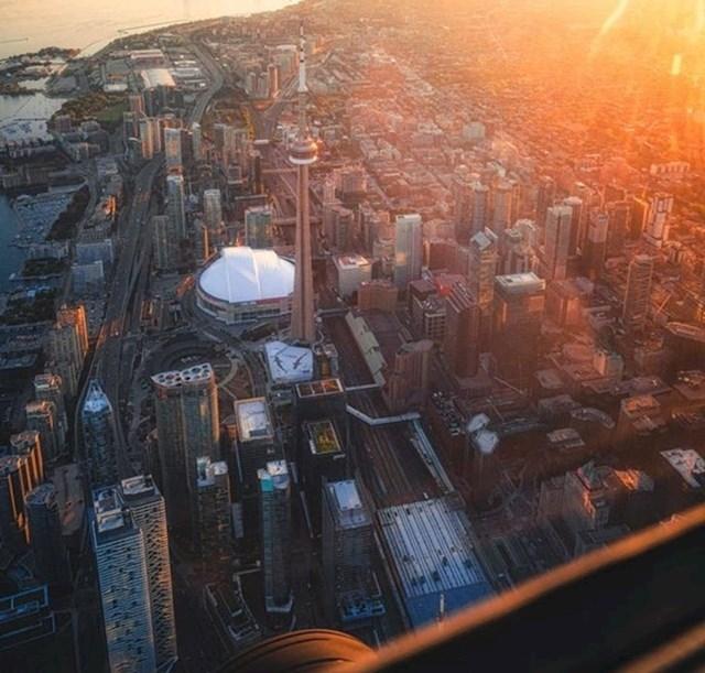 1. Pogled s jednog nebodera u Torontu