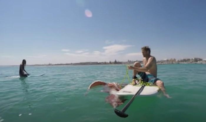 VIDEO Njegovu dasku za surfanje napala je divovska lignja, ovo morate vidjeti