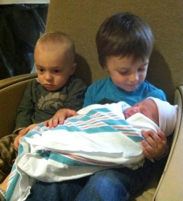 16. U tom trenutku shvatio je da on više nije taj koji je beba.