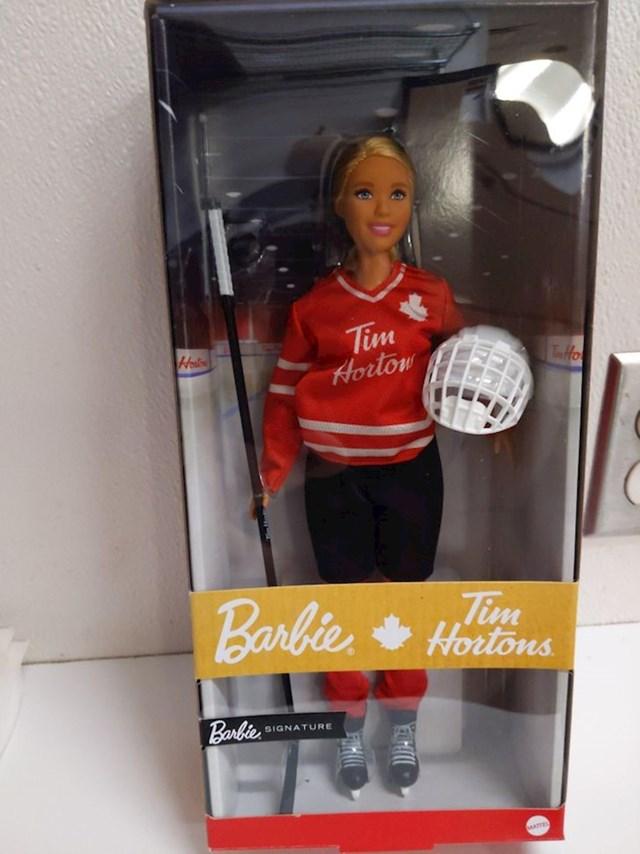 6. Barbika s logom najvećeg kanadskog lanca brze prehrane