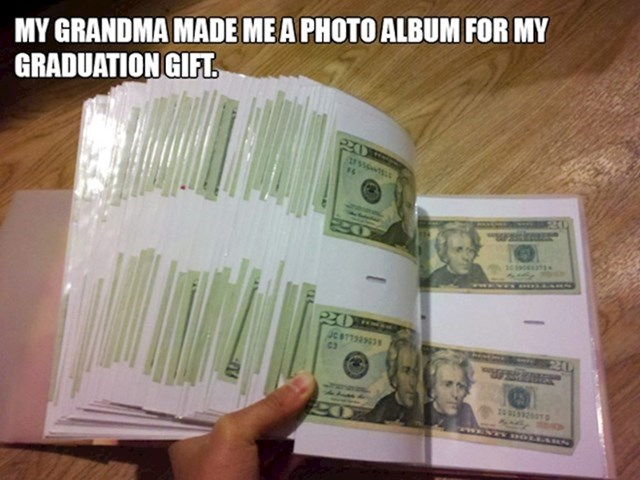 10. Baka mi je napravila fotoalbum kao poklon za diplomu.