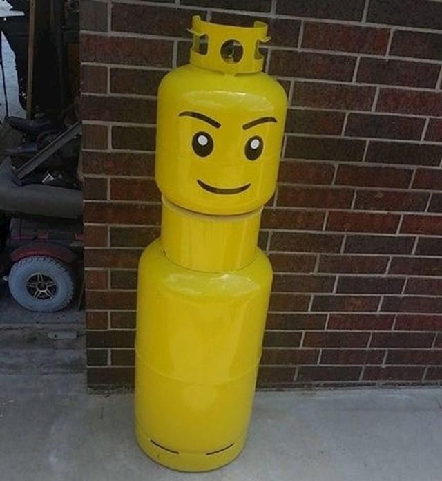 16. Njegov ujak automehaničar napravio je ovaj simpatični spremnik za plin.